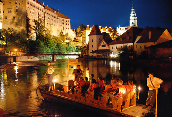 Cruise on a raft in Cesky Krumlov with a guide - night